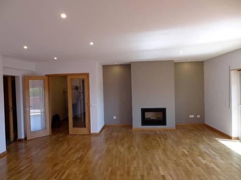 Sala Estar: Salas de estar modernas por Happy Ideas At Home - Arquitetura e Remodelação de Interiores