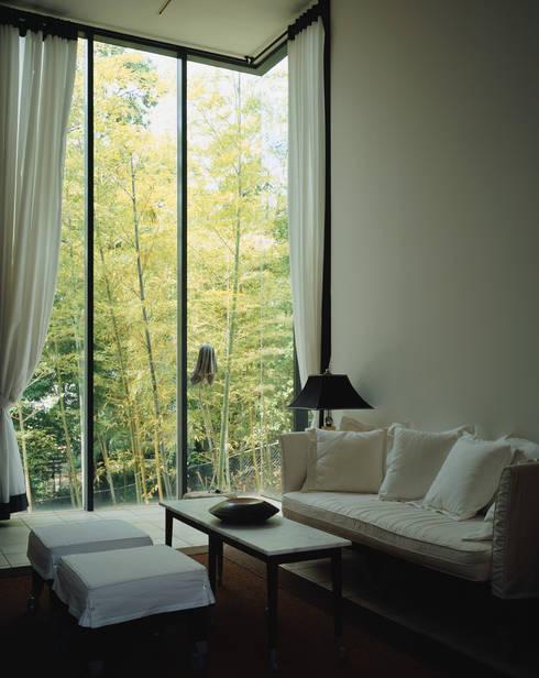 奥池のアトリエ: 株式会社  小林恒建築研究所が手掛けた和室です。