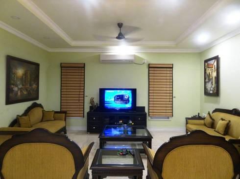Victorian interiors.: modern Living room by Freelance Designer