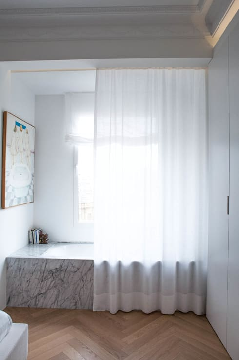 Bagno in stile in stile Mediterraneo di Singularq Architecture Lab