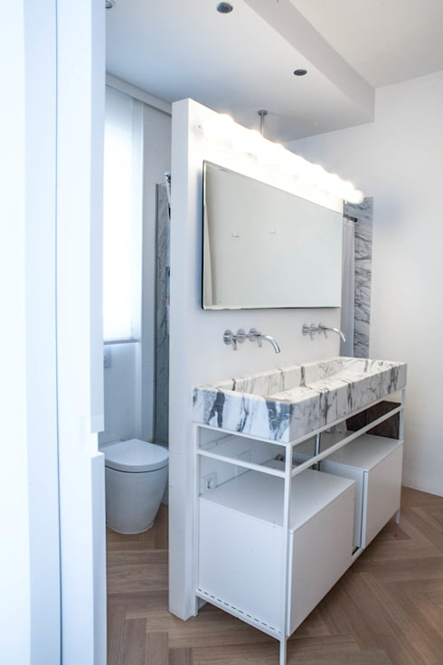PQ Apartment: Baños de estilo  de Singularq Architecture Lab