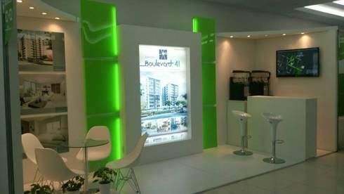 Stand de Feria promocion del proyecto Boulevard 41: Estudios y despachos de estilo moderno por Oleb Arquitectura & Interiorismo