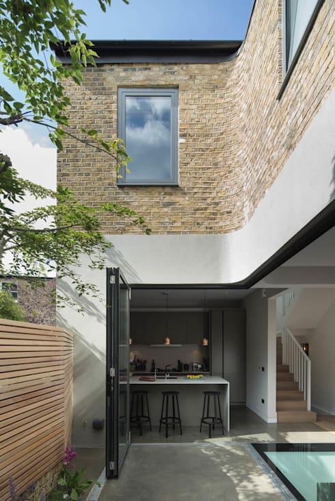 Brackenbury House: modern Garden by Neil Dusheiko Architects
