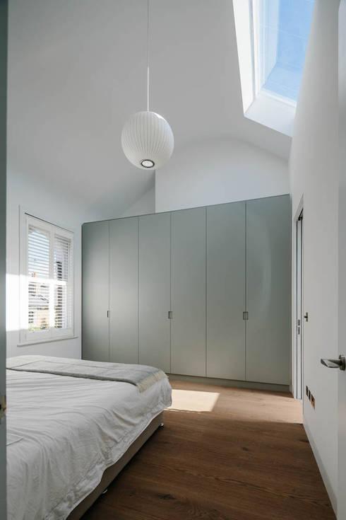 Brackenbury House: modern Bedroom by Neil Dusheiko Architects