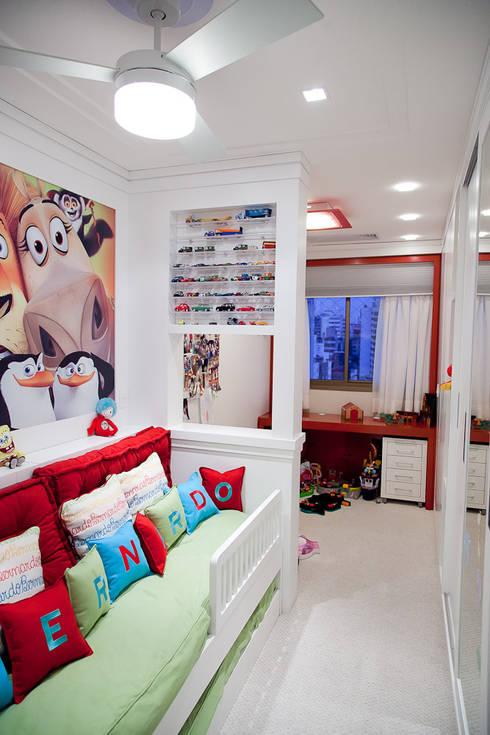 Dormitório menino : Quarto infantil  por Ana Levy | Arquitetura + Interiores