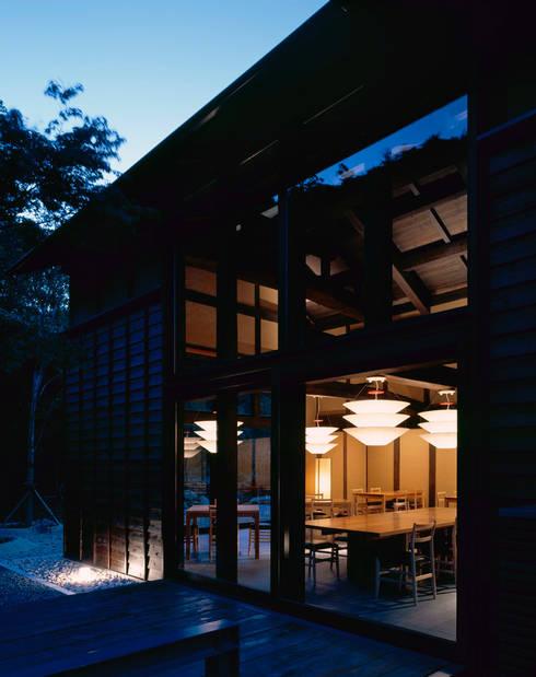 芦屋川むら玄: 株式会社  小林恒建築研究所が手掛けたベランダです。