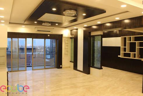 Residential Appartment @ Phoenix Market city—Chennai:  Corridor & hallway by ECUBE INTERIOR SOLUTIONS PVT LTD