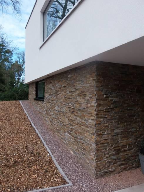 Villa in Ommen:  Huizen door ir. G. van der Veen Architect BNA