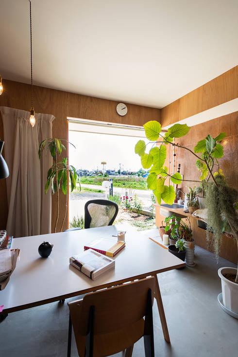 modern Media room by アーキライン一級建築士事務所