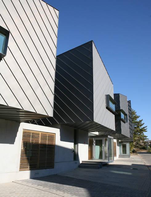 세자매 하우스 : 예공건축 의  주택