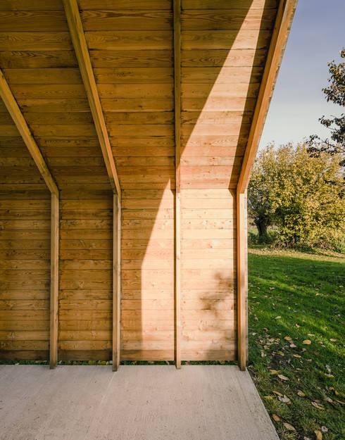 Garage/shed by JAN RÖSLER ARCHITEKTEN