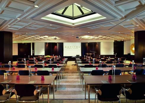 Hotel Sofitel Lisbon Liberdade, excelência na iluminação com Aura Light: Hotéis  por Aura Light