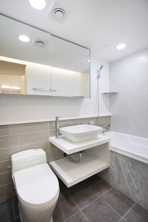 쌍용스윗닷홈 35PY 리모델링 : make ain 의  욕실