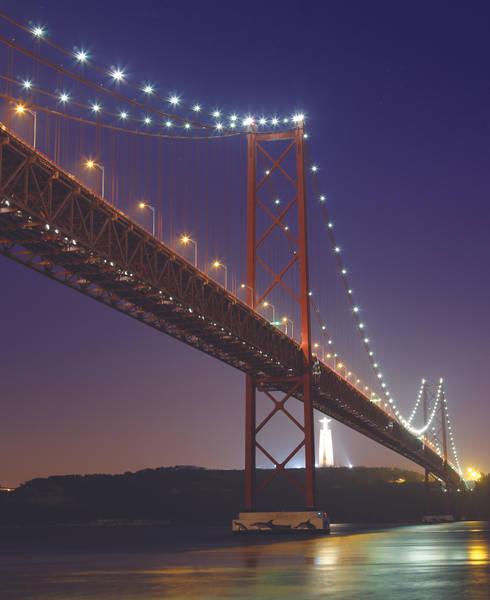 Ponte 25 de Abril – Ambientes extremos exigem soluções robustas: Espaços comerciais  por Aura Light