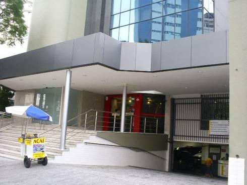 Condomínio Mico Leão Dourado, Aclimação: Edifícios comerciais  por karen viegas arquitetura e gerenciamento