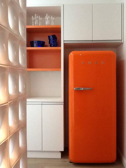 Design de Interiores: Cozinhas modernas por karen viegas arquitetura e gerenciamento