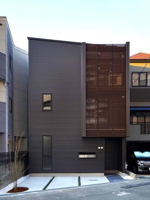 外観(正面): 6th studio / 一級建築士事務所 スタジオロクが手掛けた家です。