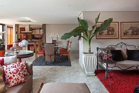 Cobertura na Asa Norte: Sala de estar  por Carpaneda & Nasr