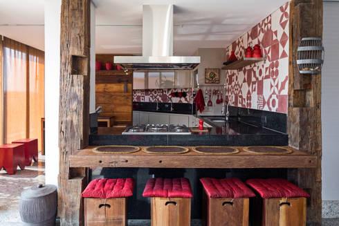 Cobertura na Asa Norte: Cozinha  por Carpaneda & Nasr