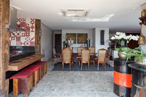 Cobertura na Asa Norte: Sala de jantar  por Carpaneda & Nasr