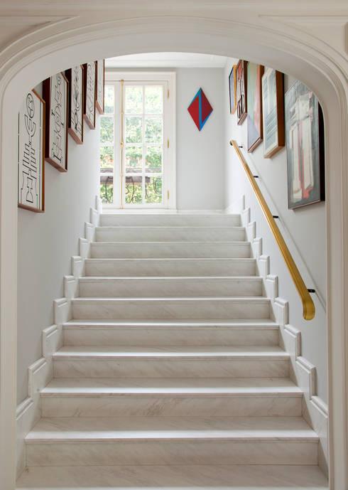 Pasillos y recibidores de estilo  por Allan Malouf Arquitetura e Interiores