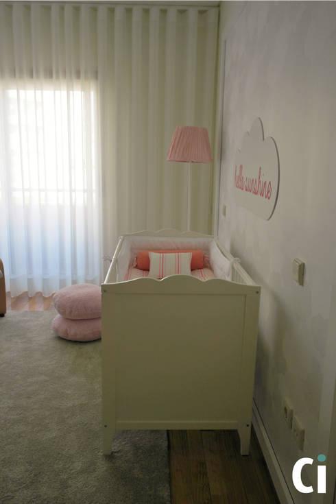 Quarto Bébé M, 2015 – Braga: Quartos de criança modernos por Ci interior decor
