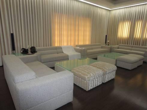 Media Room: classic Media room by S.S. Design Studio