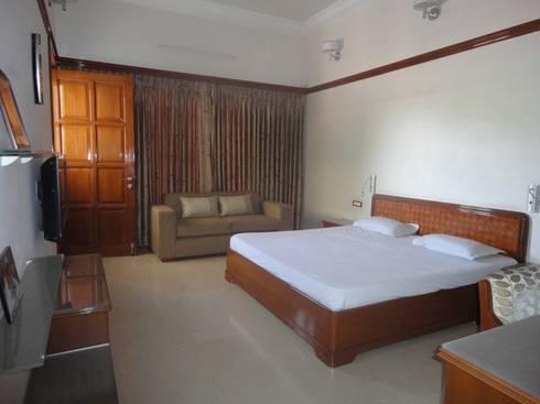 Bedroom - Game of Wood: classic Bedroom by S.S. Design Studio
