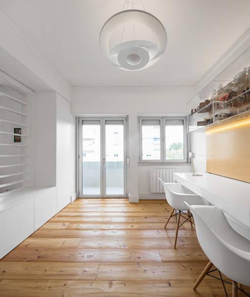 moderne Studeerkamer/kantoor door OW ARQUITECTOS lda | simplicity works