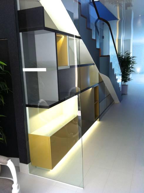 Mueble bajo escalera de alb ebanister a arquitectura - Mueble bajo salon ...