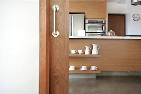 Detalle Acceso Cocina: Ventanas de estilo  por KDF Arquitectura