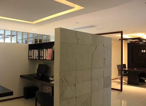 Acabados: Estudios y oficinas de estilo moderno por LC Arquitectura