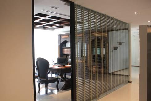 Oficina principal: Estudios y oficinas de estilo moderno por LC Arquitectura