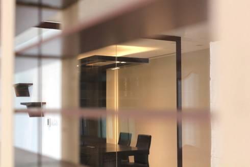 Desde la oficina: Estudios y oficinas de estilo moderno por LC Arquitectura