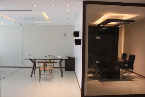 Dos ambientes: Estudios y oficinas de estilo moderno por LC Arquitectura