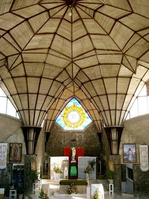 Espacio Interior: Centros de exhibiciones de estilo  por InSitu