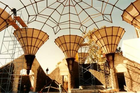 Proceso Constructivo: Centros de exhibiciones de estilo  por InSitu
