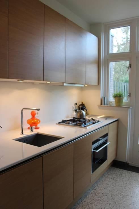 Verbouw woonhuis Arnhem:  Keuken door Dick van Aken Architectuur