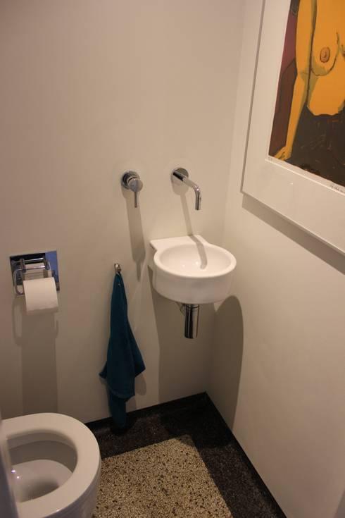 Verbouw woonhuis Arnhem: moderne Badkamer door Dick van Aken Architectuur