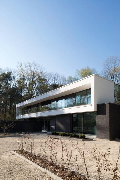 Project De Plankerij voor Summum - Interiors (http://www.summum-interiors.com): moderne Huizen door De Plankerij BVBA