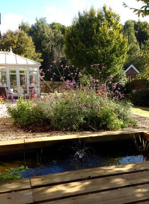 Tерраса в . Автор – Cornus Garden Design