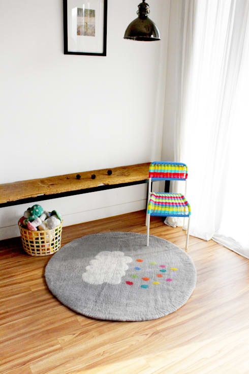 Yellow Cloud Rug & Multi Cloud Rug: bunt의  벽 & 바닥