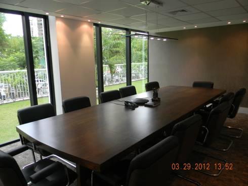 Sala de reuniões.: Espaços comerciais  por Studio HG Arquitetura