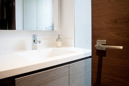 Baño Secundario: Baños de estilo moderno por KDF Arquitectura