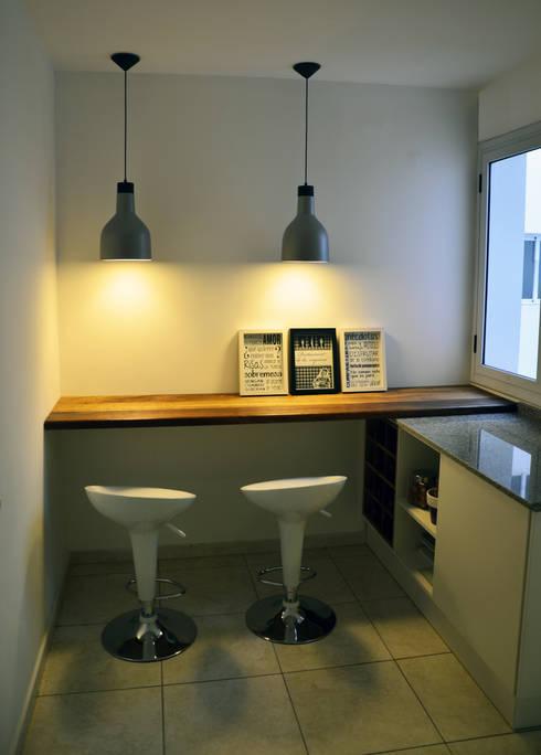 Cocina de estilo  de RÜM Proyectos y Diseño