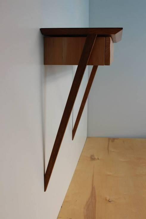 Consola: Corredor, hall e escadas  por Pau - Into the wood