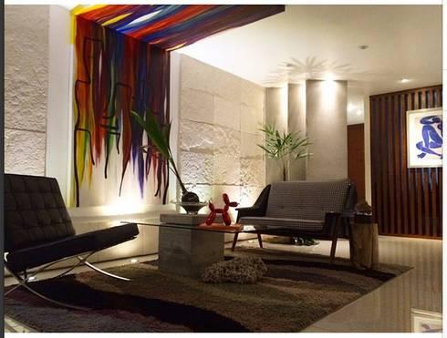 Un juego de colores: Estudios y oficinas de estilo moderno por LC Arquitectura