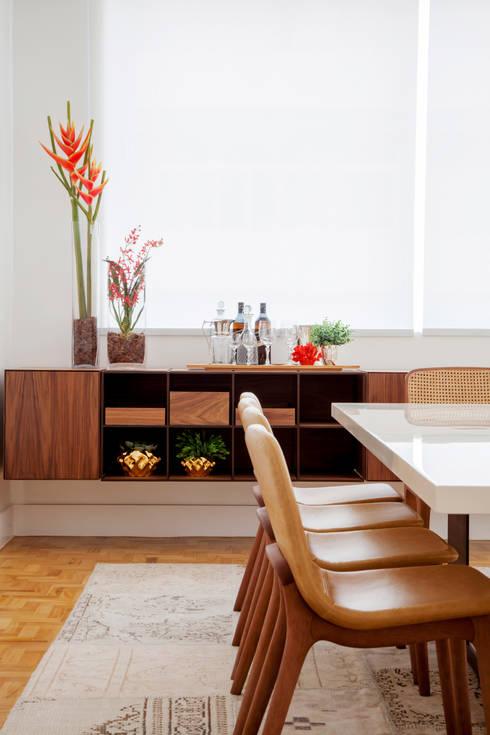 Mesa Silvio Romero: Salas de jantar ecléticas por Helô Marques Associados