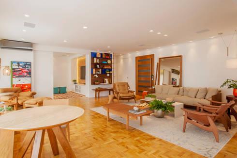 Living: Salas de estar ecléticas por Helô Marques Associados