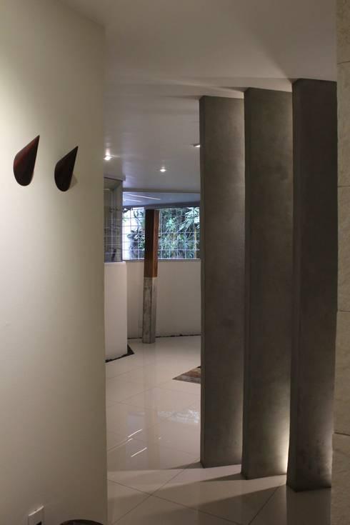 OFICINA LC ARQUITECTURA: Estudios y oficinas de estilo moderno por LC Arquitectura
